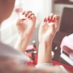 爪の縦線・でこぼこ・ガタガタ・黒い縦筋。きれいな爪に戻す方法は?