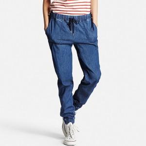運動会ファッションのデニムジョガーパンツ