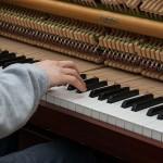 【子供のピアノの習い事】電子ピアノはダメ?買うタイミングは?