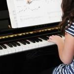 ピアノの習い事|子供の進み具合は平均的?遅め?基準が知りたい!