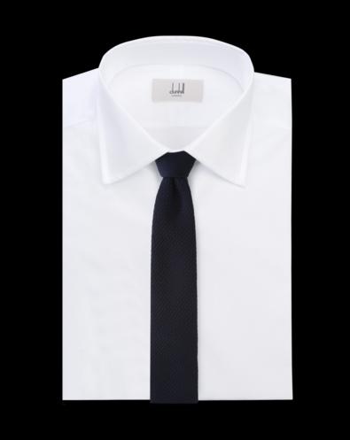 白いワイシャツにダンヒルのネクタイ