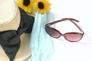UVカット帽子とサングラス