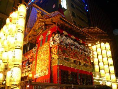 山鉾巡行の際に市内を廻る神輿
