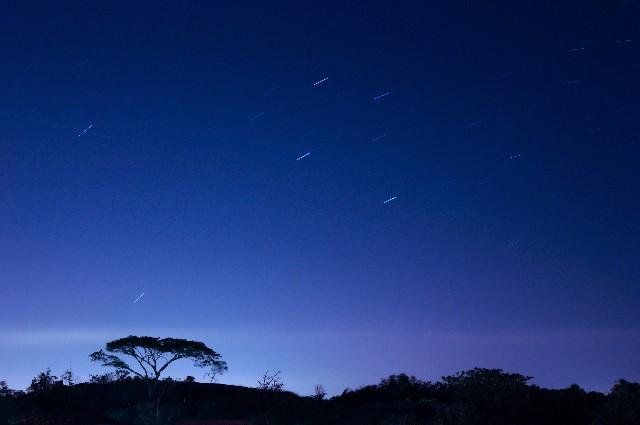 夜空にある流れ星