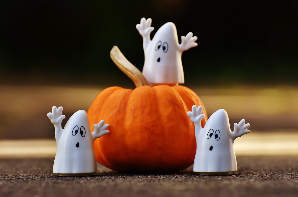 かぼちゃと、ハロウィンのおばけ3人