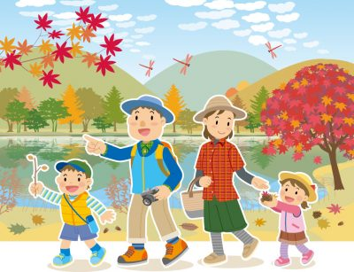 秋のレジャーに行く家族
