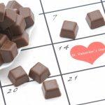 チョコレートとバレンタインデーに印のあるカレンダー