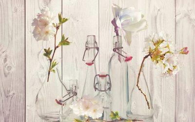 桃の花を花瓶に入れる